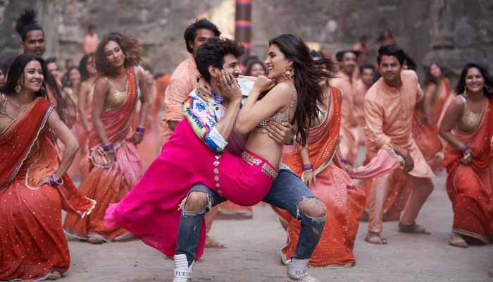 Kartik Aaryan and Kriti Sanon'sLuka Chuppi Earns Rs 53.70 Crores in One Week