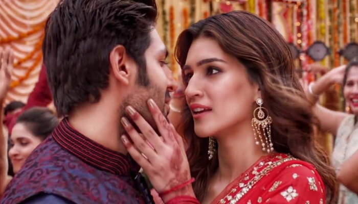 Luka Chuppi 19th Day Collection, Kartik-Kriti's Film Continues to Score Well in India