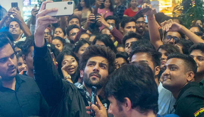 Bollywood: Actor Kartik Aaryan's Fans go Berserk At An Event In A Mall Last Night