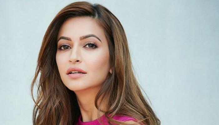 Kriti Kharbanda Scores High on Humour & Glamour in the Trailer of 'Pagalpanti'