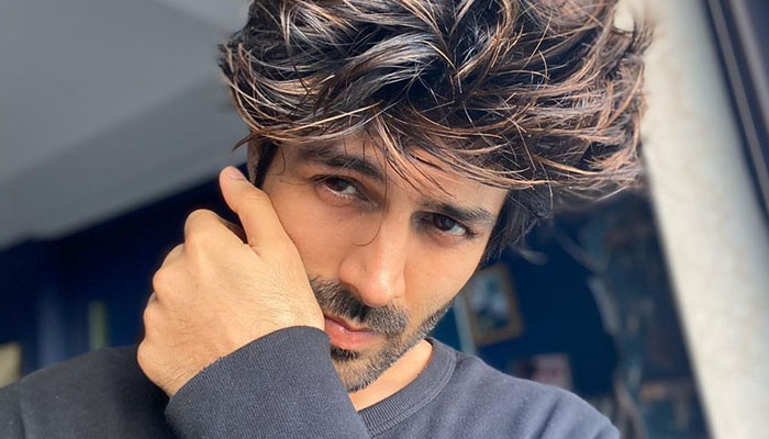Kartik Aaryan gives a spooky Good News and We Can't Stop Laughing!