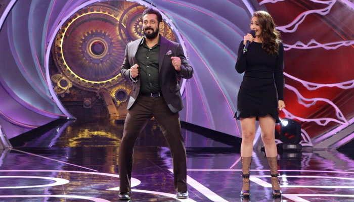 Salman Khan dances to Dhvani Bhanushali's Nayan on the sets of Bigg Boss 14!