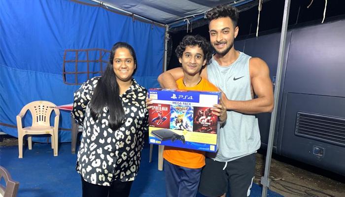 Aayush Sharma Gifts his Antim Co-actor Prem Dharmadhikari a PS4, Check out his Reaction