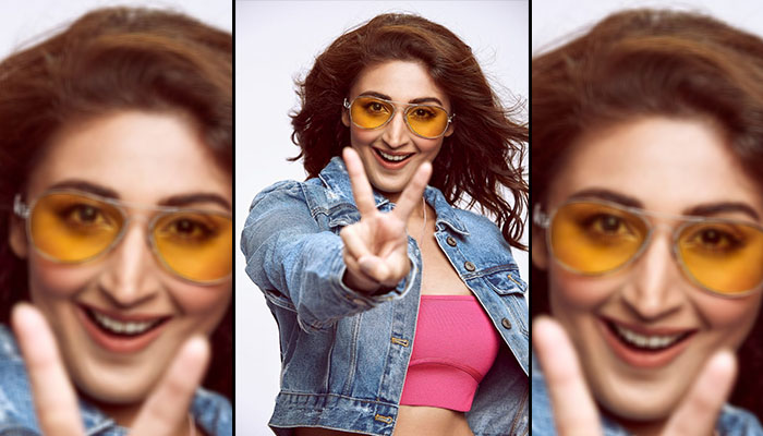 Pop Sensation Dhvani Bhanushali all set to start 2021 with a Live Concert!