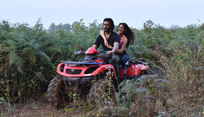 Kunal Kapoor and Amyra Dastur indulge in adventure sports during song shoot of Koi Jaane Na!