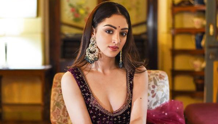 Sandeepa Dhar as Maina makes a redefining ethnic-urban fusion style statement