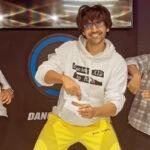 Kartik Aaryan treats his social media fam with yet another entertaining dance video