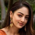 Defining elegance and grace, Sandeepa Dhar celebrates Handloom Day with six yards of panache
