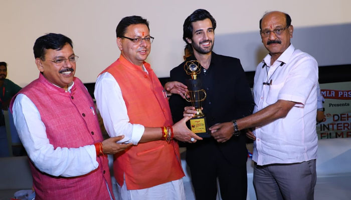 Aditya Seal felicitated with the Award for 'Most Promising Actor' at the 6th Dehradun International Film Festival