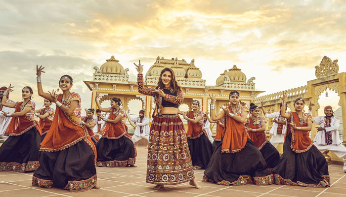 Dhvani Bhanushali's new song, Mehendi ranks no 1 on YouTube in 2 days of its release!